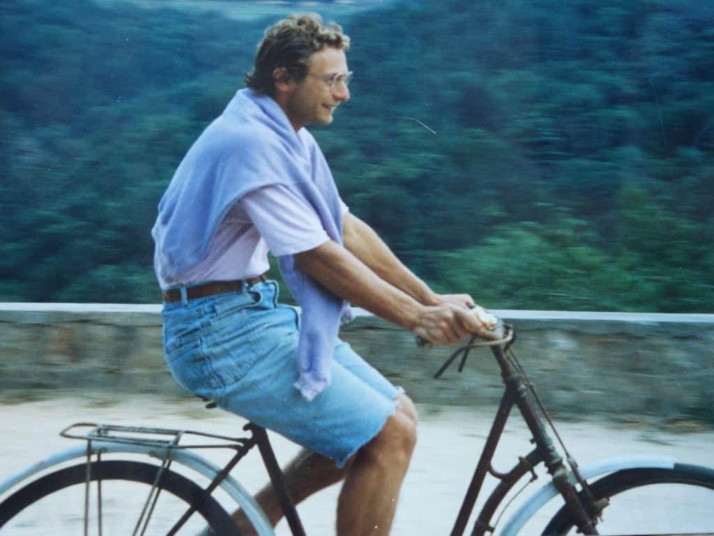 Ludo sur un vélo